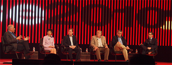 写真向かって右から、Paulo de sa氏、Paul Sikora氏、Gary Doig氏、Nils Lau Frederiksen氏、Madge Meyer氏。最も左が、司会役のルブラン氏
