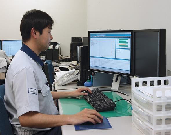 自席のPC画面で、遠隔地の営業所を含めた社内全体のIT資産とセキュリティ対策状況を、リアルタイムに収集・管理できるJP1/Desktop Navigation。