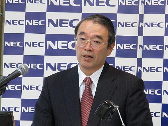 会見に臨むNECの遠藤信博社長