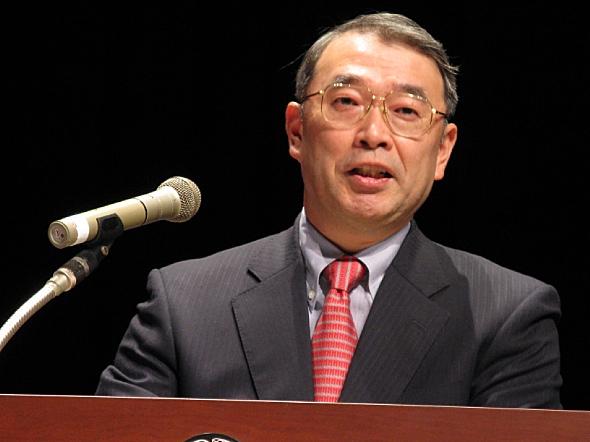 「C&Cユーザーフォーラム&iEXPO2010」で講演を行うNECの遠藤信博社長