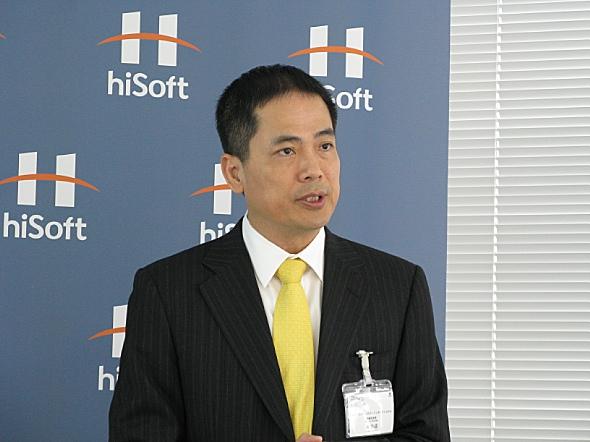 記者会見に臨むハイソフトの孫振耀会長