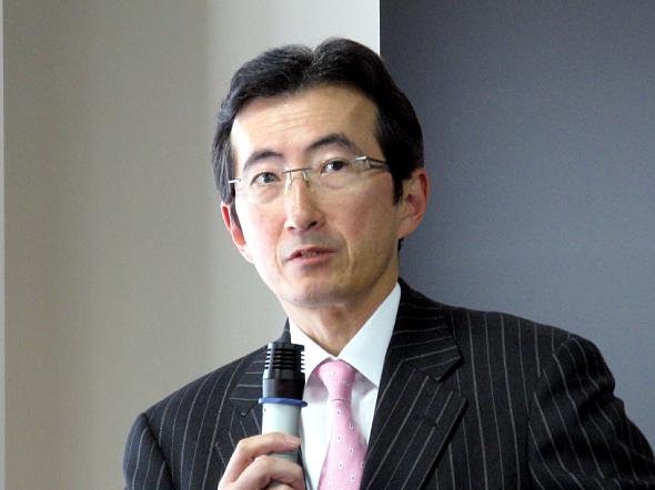 記者会見に臨む日本HPの小出伸一社長