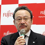説明に立つ富士通 流通ビジネス本部小売ビジネス推進統括部の滝口勉 統括部長