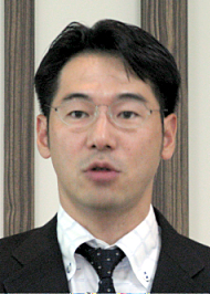 会見で説明に立つ日本マイクロソフト コマーシャルWindows本部業務執行役の中川哲本部長
