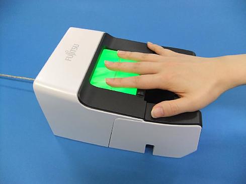 手のひら静脈と指3本の指紋を組み合わせた個人認証