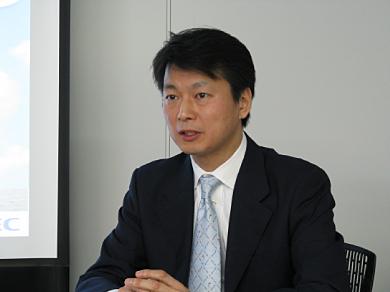 会見に臨むネットスイートの田村元社長