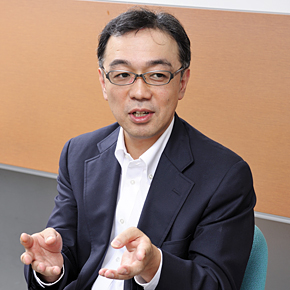 KDDI サービス企画本部 クラウドサービス企画開発部長の山田靖久氏