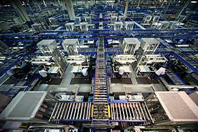 CCC4の中はベルトコンベアが縦横無尽に走る(写真提供:Dell)