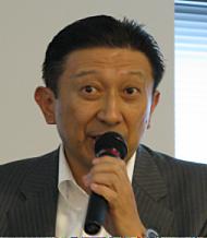 会見に臨むトレンドマイクロの大三川彰彦副社長
