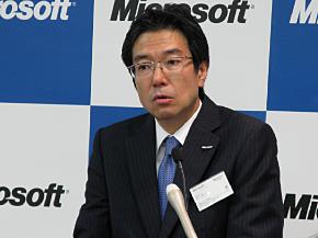 記者会見に臨む日本マイクロソフトの樋口泰行社長