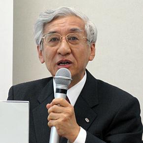 会見に臨む富士通研究所の富田達夫社長