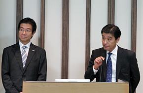 トヨタ自動車 情報システム領域ITマネジメント部の北沢宏明部長(右)と日本マイクロソフトの樋口泰行社長