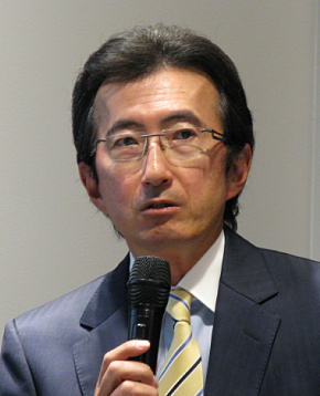 会見に臨む日本HPの小出伸一社長