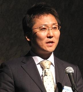 会見に臨む日本HPエンタープライズインフラストラクチャー事業統括ビジネスクリティカルシステム事業本部の手島主税事業本部長