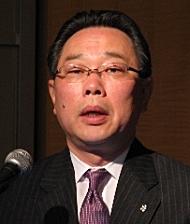 会見に臨む日本HPの杉原博茂常務執行役員