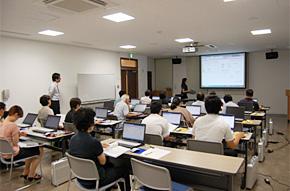 「中小企業復興応援パック」の導入に向けたセミナーの模様(2012年8月2日 岩手県遠野市まちおこしセンター)