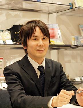 帝人 情報システム部の加賀亨さん。2000年にインフォコム入社。大阪府出身