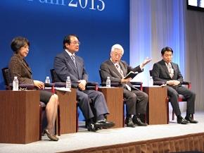 左から、RKB毎日放送の納富氏、福岡空港ビルディングの麻生氏、九州旅客鉄道の石原氏、日本IBMの高橋氏によるパネルディスカッション