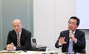 記者会見に臨むSAPジャパンの安斎富太郎社長(右)と馬場渉バイスプレジデント