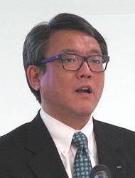 会見に臨む日本IBMの三瓶雅夫専務執行役員