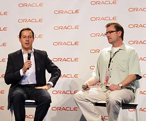 Oracle ビジネス開発担当バイスプレジデントのジャビエル・カブレリーゾ氏(左)と、Microsoft Windows Azure ゼネラルマネジャーのスティーブン・マーティン氏