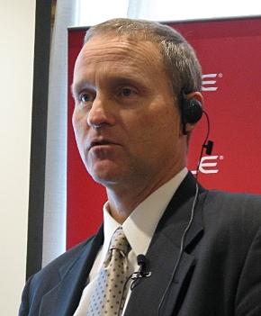 会見に臨む米Oracleシステム製品戦略担当のデイビッド・ローラー シニアバイスプレジデント