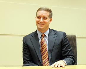 米Microsoft Officeマーケティング部門 バイスプレジデントのジョン・ケース氏