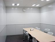 オフィスリニューアル前の会議室