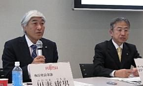 会見に臨む富士通の川妻庸男執行役員常務(左)と太田大州統括部長