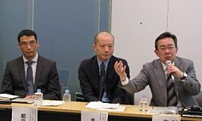 右から、SAPジャパンの安斎富太郎社長、馬場渉バイスプレジデント クラウドファースト事業統括本部長、堀田徹哉バイスプレジデント ソリューション&イノベーション統括本部長
