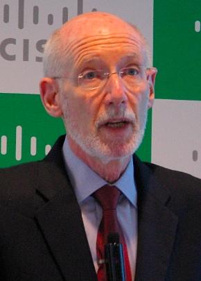 会見に臨むシスコシステムズ グローバルテクノロジー政策担当のロバート・ペッパー バイスプレジデント