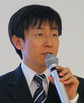 記者会見に臨むサイボウズの青野慶久社長