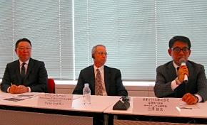 左から、日本オラクルの杉原博茂社長兼CEO、米Oracleのティム・シェトラー バイスプレジデント、日本オラクルの三澤智光専務執行役員