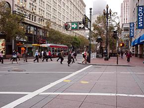 肌寒い週の始まりを迎えたサンフランシスコ