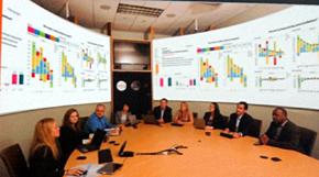 P&Gの会議室を取り囲む経営のリアルタイムデータ