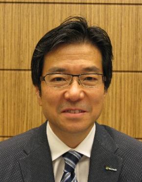 筆者のインタビューに答える日本マイクロソフトの樋口泰行社長