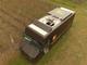 搬送トラックの天井から発着する配送ドローン、UPSがテストに成功