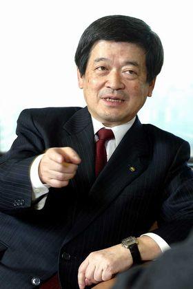 小林栄三氏