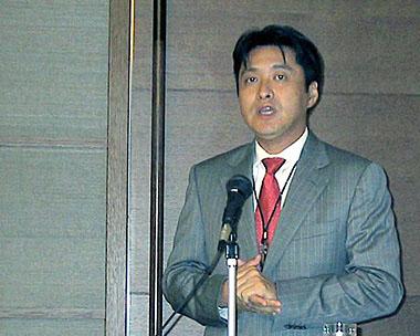 自社のBIツールの特長を語るマイクロソフト インフォメーションワーカービジネス本部 業務執行役員本部長の横井伸好氏