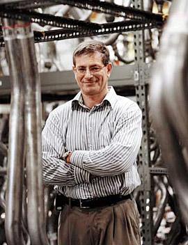 自動車部品販売会社V.I.P.のIS担当副社長、ダン・グロース氏は、システムの全面的な刷新に向けて、ビジネスサイドの声を吸い上げる新しい仕組みを作った