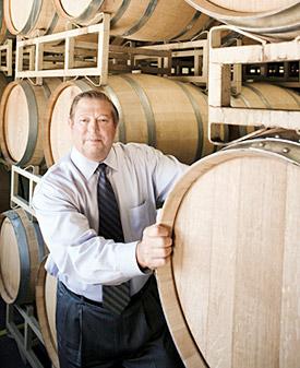 ロバート・バーンズ氏の使命の1つは、特定のワインの原材料とその調達経路、および醸造過程に関する詳細情報(例えば、どの樽で熟成されたかなど)を24時間以内にすべてそろえることだ