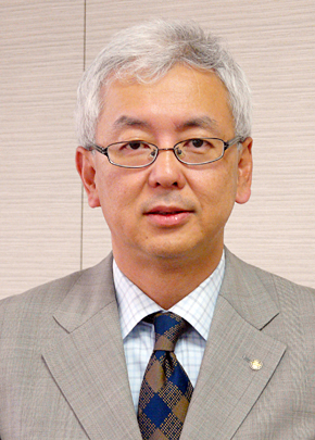 <strong>矢澤篤志氏(やざわ あつし)氏</strong> 1958年生まれ。中央大学商学部卒業後、1981年カシオ計算機入社。海外営業、物流企画などの部門を経て、1997年より業務開発部(情報システム部門)に配属。2001年部門長、2006年6月執行役員就任