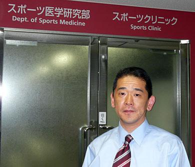 国立スポーツ科学センターの小松裕ドクター。取材の数日前まで中国で行われた女子レスリングのワールドカップに帯同していた