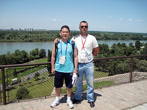 デアン(右)と筆者