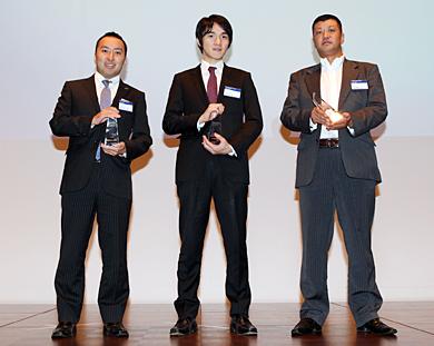 Fast50の上位3社。左からオアシスソリューションの関谷有三社長、グリーの千原啓経営企画室長、ビックタウンの近藤勝俊社長