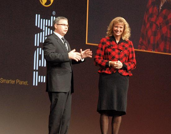 本日が誕生日だったZurichのシュタインマン氏(右)。IBMのレニー氏の号令で会場から「ハッピーバースデー」の祝福が