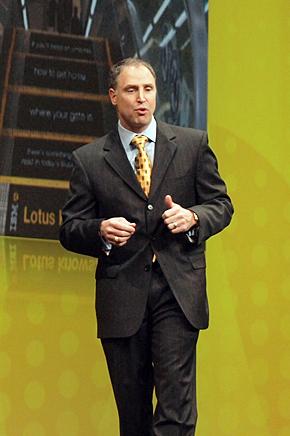 Lotus ソフトウェア部門の前GMであるボブ・ピッチャーノ氏。冒頭では先週起きたハイチ大地震に対して遺憾の意を示した