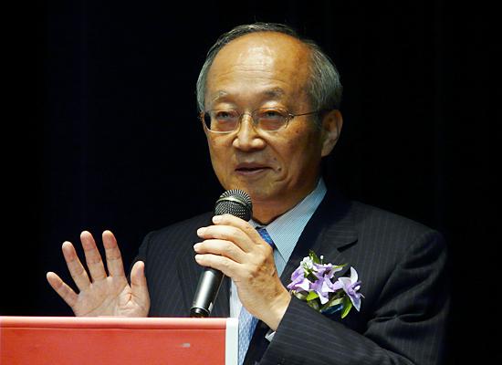 カルビーの前社長で、現在は相談役を務める中田康雄氏