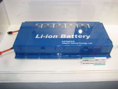 日立ビークルエナジーのHEV用の円筒形リチウムイオン電池モジュール。円筒形だけでなく角形や、PHEV用の角形リチウムイオン電池もラインアップする