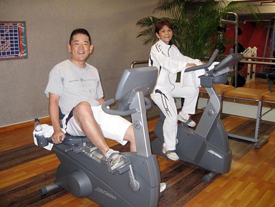 宇津木妙子団長(右)との早朝トレーニング